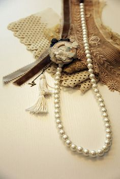 pearls and lace ~ love the colors Pearl Love, Pearl And Lace, Shell, Linens And Lace, Lady Grey, Vintage Lace, Vintage Fashion, Bling, Brown