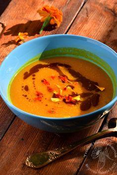 Zupa dyniowa z aksamitkami,  Squash soup with French marigold,  Tagetes seasoning in pumpkin soup