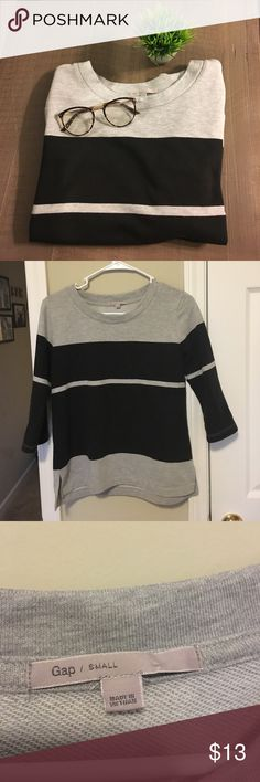 Gap color block sweatshirt! This Gap black and grey color block sweatshirt is the perfect fall casual chic piece! I love a good casual stylish sweatshirt for fall! Grab this before it's gone GAP Sweaters Crew & Scoop Necks