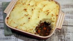 The perfect comfort food!  ingredients SHEPHERD'S PIE 2 tablespoons olive oil 1 medium onion (peeled and medium diced) 1 pound ground beef (or ground lamb) 3 tablespoons Worcestershire sauce 1 pound carrots (peeled and medium diced) 1/2 cup green peas 1 teaspoon dried oregano 1/2 cup beef stock Kosher salt & freshly