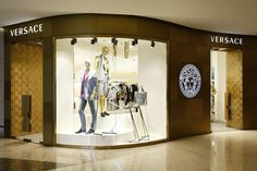 Versace boutiques by Donatella Versace & Jamie Fobert, Shanghai Design Blog, Box Design, Store Design, Donatella Versace, Boutique Clothing, Fashion Boutique, Fashion Shops, Women's Fashion, Visual Merchandising