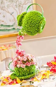 this is just the neatest thing for a table centerpiece (wedding shower, baby shower, birthday party, etc!)