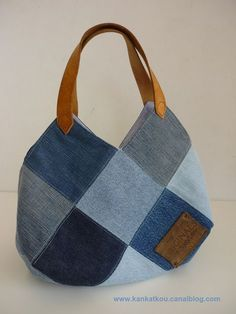 Patchwork Denim Bag Old Jeans 65 Trendy Ideas Denim Patchwork, Patchwork Patterns, Patchwork Bags, Denim Tote Bags, Recycled Denim, Fabric Bags, Fashion Handbags, Purses And Bags, Crochet Handbags