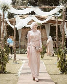 25 New Ideas For Dress Hijab Party Fashion Hijab Outfit, Hijab Prom Dress, Dress Brukat, Hijab Gown, Dress Flower, Muslimah Wedding Dress, Hijab Style Dress, Muslim Wedding Dresses, Dress Outfits