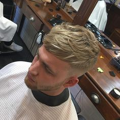 The top short hairstyles for men for the year 2018 are eye-catching and somewhat sophisticated. Today the short mens hairstyles have become particularly. Popular Mens Haircuts, Haircuts For Men, Hair And Beard Styles, Curly Hair Styles, Crop Haircut, Textured Haircut, Smooth Hair, Great Hair, Hairstyles Haircuts