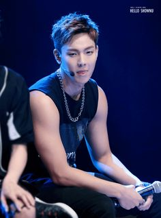 29 Completely Necessary Photos Of Shownu's Arms — Koreaboo