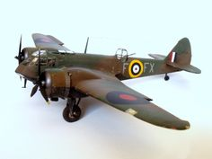 Bonsoir, Voici mon petit dernier : la Bristol Blenheim Mk. I, monté dans le cadre du GB Airfix. Le montage est ici. Il s'agit d'un appareil du Squadron 62 basé