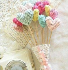 Valentine's Day free crochet pattern, crochet hearts bouquet (photo by Add Crochet) Crochet Diy, Love Crochet, Crochet Gifts, Crochet Flowers, Crochet Hearts, Single Crochet, Amigurumi Patterns, Knitting Patterns, Crochet Patterns