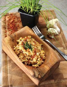 KARFIOLOVÉ RIZOTO SO ŠAFRANOM (karfiol, mandle, šalotka, mrkva, paradajka, šampiňóny, strúh. kokos, šafran, sezam...)