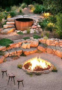 Hervorragend Feuerstelle Mit Kiesboden Und Steinbänken, Senkgarten Mit Einer Feuerstelle  Aus Naturstein Eine Feuerstelle Kann Aus