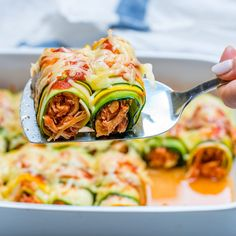 👇👇Keto Zucchini Chicken Enchilada Roll-Ups 🤤😍😋. makes about servings Ingredients: chicken breasts, or Tbsp avocado oil, extra-virgin olive oil 1 yellow Keto Recipes, Dinner Recipes, Healthy Recipes, Protein Recipes, Protein Foods, Yummy Recipes, Healthy Meal Prep, Healthy Eating, Recipes