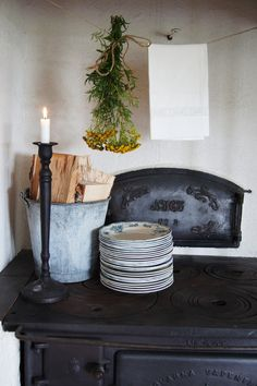 Cast iron old kitchen stove with oven for baking bread Kitchen Stove, Old Kitchen, Kitchen Wood, Home Interior, Interior And Exterior, Interior Design, Country Life, Country Decor, Country Living
