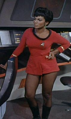 """""""Why were the Star Trek TOS female uniform skirts so short?"""" The """"short"""" answer is that the show was produced in the Miniskirts and go-go boots were in fashion back then, so showing female crew members wearing them was not a big deal. Star Trek Enterprise, Nave Enterprise, Star Trek Voyager, Star Trek Tv, Star Wars, Nichelle Nichols, Pantyhosed Legs, Star Trek Cosplay, Star Trek Images"""