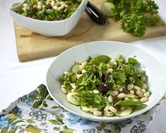 Healthy Herbed White Bean and Olive Salad | beyondthepeel.net