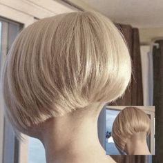 Shaggy Medium Length Bob - 60 Messy Bob Hairstyles for Your Trendy Casual Looks - The Trending Hairstyle Short Wedge Hairstyles, Messy Bob Hairstyles, Trending Hairstyles, Short Hair Dont Care, Short Hair Styles, Shaggy Bob Haircut, Wedge Haircut, Thin Hair Cuts, Shaved Nape