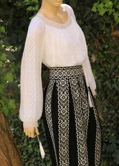 Folk Fashion, Diy Fashion, Fashion Dresses, Palestinian Embroidery, Sleeve Designs, Lace Skirt, Costumes, Wedding Dresses, Celebrities