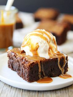 Make room for dessert! These dulce de leche brownies are so so good