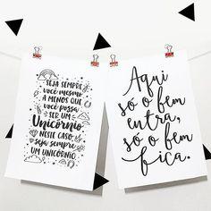 Pôsteres lindinhos e exclusivos que combinam com qualquer cantinho e estão com 25% de desconto de lançamento!  Aproveite!  Também temos esses binder clips lindões nas cores cobre e dourado. Link da loja online aqui no perfil.    #DivirtaSeDecorando #adesivosdeparede #adesivosdecorativos #decor #decoracao #designinteriores #arquitetura #apartamento #casamento #frases #mensagens #mensagem #mensagemdodia #inspiracao #estiloescandinavo #poster #cacto #posters #caligrafia  #lettering…