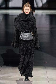 Dolce & Gabbana Fall 2020 Ready-to-Wear Fashion Show - Vogue 2020 Fashion Trends, Fashion Week, Fashion 2020, Star Fashion, Runway Fashion, Fashion Outfits, High Fashion, Dolce & Gabbana, Vogue Editorial
