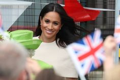 Meghan Markle has spent the night with the Queen abroad a royal train ahead of their first joint outing together. The Duchess of Sussex arrived in Cheshire to view the Mersey Gateway Bridge. Royal Fashion, Fashion Photo, Meghan Markle Outfits, Kate And Meghan, Queen Pictures, Her Majesty The Queen, Royal Engagement, Pearl Stud Earrings, Duke And Duchess