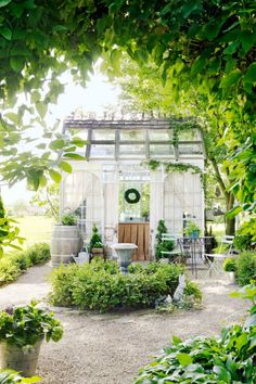 8 Thriving Tips: Backyard Garden Shed Inspiration backyard garden wedding paths.Urban Backyard Garden Veggies backyard garden on a budget fence.Backyard Garden On A Budget Fence. Summer House Garden, Winter Garden, Dream Garden, Balcony Garden, Potted Garden, Gravel Garden, Pea Gravel, Glass Garden, Home And Garden