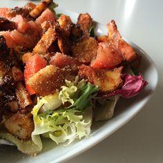 Ensalada de tomate, zanahoria, cebolleta y rejo a la plancha (150 g).