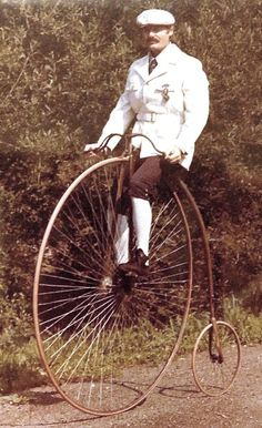 Paul Niquette atop the Columbia Expert at his home in New Canaan, Connecticut 1977 photograph by Agnew Fisher for. History of New England Old Bicycle, Bicycle Women, Cycling Art, Cycling Quotes, Cycling Jerseys, Mtb Bike, Road Bike, Recumbent Bicycle, Tweed Ride