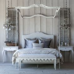 Eloquence Aria Stone Queen Canopy Bed