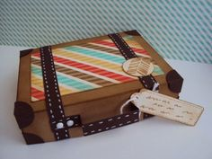 Ellen Hamhuis: Koffertje Recycled Crafts, Diy And Crafts, Arts And Crafts, Cardboard Suitcase, Travel Cards, Baby Shower Fun, Craft Projects, Decorative Boxes, Gift Wrapping