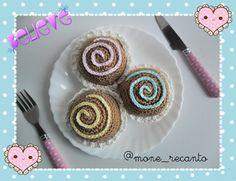 Simone Bitar: Trio de Brownies Amigurumi  ☺ ☺ ☺ Trio de Brownie Amigurumi. Lá no Blog você fica sabendo TUDIN sobre essas fofuras: www.recantodasborboletas-simoninha.blogspot.com.br  E nas Lojinhas já estão disponíveis para encomenda: www.recanto.loja2.com.br www.monerecanto.divitae.com.br