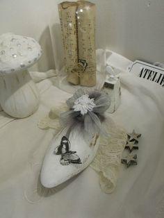 embauchoir Schuster, Shoe Last, Decoration, Altered Art, Vintage Antiques, Diy Crafts, Projects, Shoes, Vintage Shoes