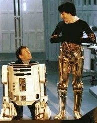 Behind the scenes photos of the Star Wars Trilogy - Kenny Baker and Anthony Daniels Star Wars Film, Star Wars Art, Star Trek, Science Fiction, Por Tras Das Cameras, Anthony Daniels, Stormtrooper, Fraggle Rock, Ian Mckellen