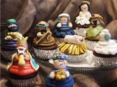 adorable nativity cupcakes - I wouldn't want to eat them.
