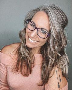 Transitioning to Gray Hair 101 NEW Ways to Go Gray in 2020 - Hair Adviser Grey Hair Care, Long Gray Hair, Silver Grey Hair, White Hair, Dyed Blonde Hair, Brown Blonde Hair, Light Brown Hair, Pelo Color Plata, Grey Hair Transformation