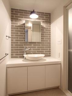 白からはじまる空間づくり  FIELDGARAGE Washroom, Bathroom Storage, Small Bathroom, Basin Cabinet, Wash Stand, House Of Beauty, Powder Room, Interior Architecture, Toilet