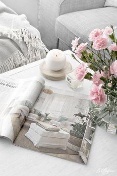SPRING IN THE LIVING-ROOM! By Littlefew.com -  Home details, living-room decor, nordic style, nordic home, Spring decor, flowers, decorar con flores, arreglos florales, decoración de primavera, IKEA, H&M, decorar mesa de centro, , magazine, pink, minimal decor, minimalism, decoración minimalista, ideas para la casa, small spaces, decorar espacios pequeños, Nordic inspiration.