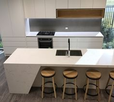 Achieve your dream house now. Luxury is made affordable with Quantum Quartz Bench Top Slab in Michelangelo Quartz so get yours today. Kitchen Benchtops, Kitchen Backsplash, Kitchen Living, New Kitchen, Kitchen Ideas, Inset Stoves, Inset Sink, Stone Bench, Engineered Stone
