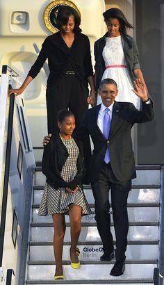 President Barack Obama,First Lady Michelle Obama and Malia and Sasha. Barack Obama Family, Malia Obama, Obamas Family, Michelle Obama Fashion, Michelle And Barack Obama, Joe Biden, Durham, Obama Daughter, Malia And Sasha
