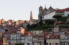 Dans le quartier historique de Baixa, l'art nouveau côtoie les ruines.