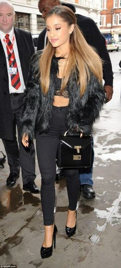 20 Cutest Ariana Grande39s Outfits Combinations Every Girl Will Love Ariana Grande Street Style