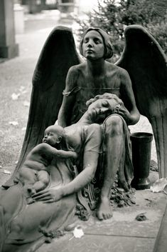 So sad but beautiful - Engel, Skulpturen und Staturen - Sadness Cemetery Monuments, Cemetery Statues, Cemetery Headstones, Old Cemeteries, Cemetery Art, Graveyards, Cemetery Angels, I Believe In Angels, Ange Demon