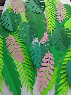 30 Plus Extra Large up to INCHES TALL Jungle Leaves DIY Safari Decor Jungle Party Theme Safari Theme Safari Backdrop Tropical Leaves - Healty fitness home cleaning Jungle Theme Parties, Party Themes, Jungle Theme Classroom, Safari Theme Party, Classroom Themes, Paper Leaves, Paper Flowers, Safari Thema, Jungle Thema