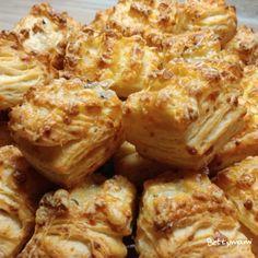 Sajtos vajas pogácsa | Betty hobbi konyhája Cauliflower, Cabbage, Food And Drink, Meat, Vegetables, Foods, Breads, Easy Meals, Bakken