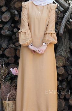Hijab Style Dress, Modest Fashion Hijab, Abaya Fashion, Fashion Dresses, Hijab Outfit, 80s Fashion, Abaya Mode, Mode Hijab, Muslim Women Fashion