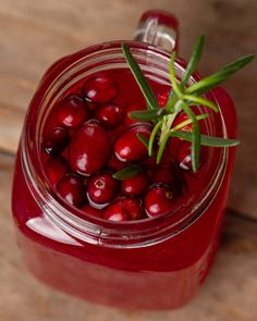 with rosemary. Perfect for cold days Cranberry Punch, Cranberries, Cold Day, Cherry, Fruit, Drinks, Christmas, Food, Drinking