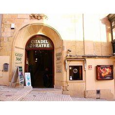 <世界の劇場>8月はマルタ共和国から。ゴゾ島の中心街ビクトリアにある「Citadel Cinema」です。19世紀に建てられた建物では毎晩、英語圏のブロックバスター作品がレイトショー上映されているそう。#CitadelCinema #cinema #theatre #movie #Gozo #Malta #映画館 #マルタ