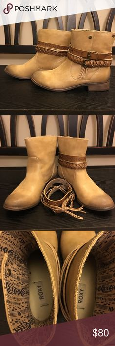 Roxy bootsHost pick Size7.5 Roxy Shoes Ankle Boots & Booties