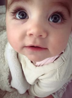 Cute Baby Twins, Baby Kids, Most Beautiful Eyes, Beautiful Babies, Twin Babies, Pretty Eyes, Baby Fever, Makeup Addict, Baby Photos