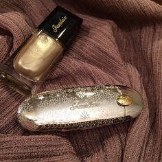It's silver and gold. Ask for the best.Guerlain • Rouge G in Merveilleux Rose from Neiges et Merveilles, Xmas 2015 makeup collection and Color Lacquer in Coque d'Or.