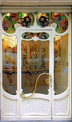 Art Nouveau Drugstore (Farmacia) Entry Door, Villarroel 053 b, Sant Antoni, Barcelona, Spain - Art Nouveau Architecture - Photo by Arnim Schulz - https://www.flickr.com/photos/arnimschulz/2413339208/in/set-72157603332792763/